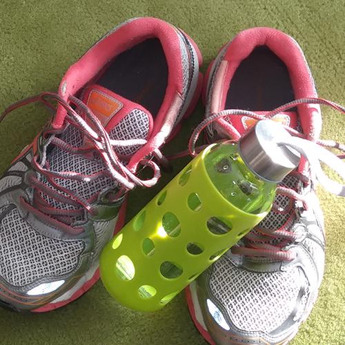 Bons souliers de marche et gourde d'eau